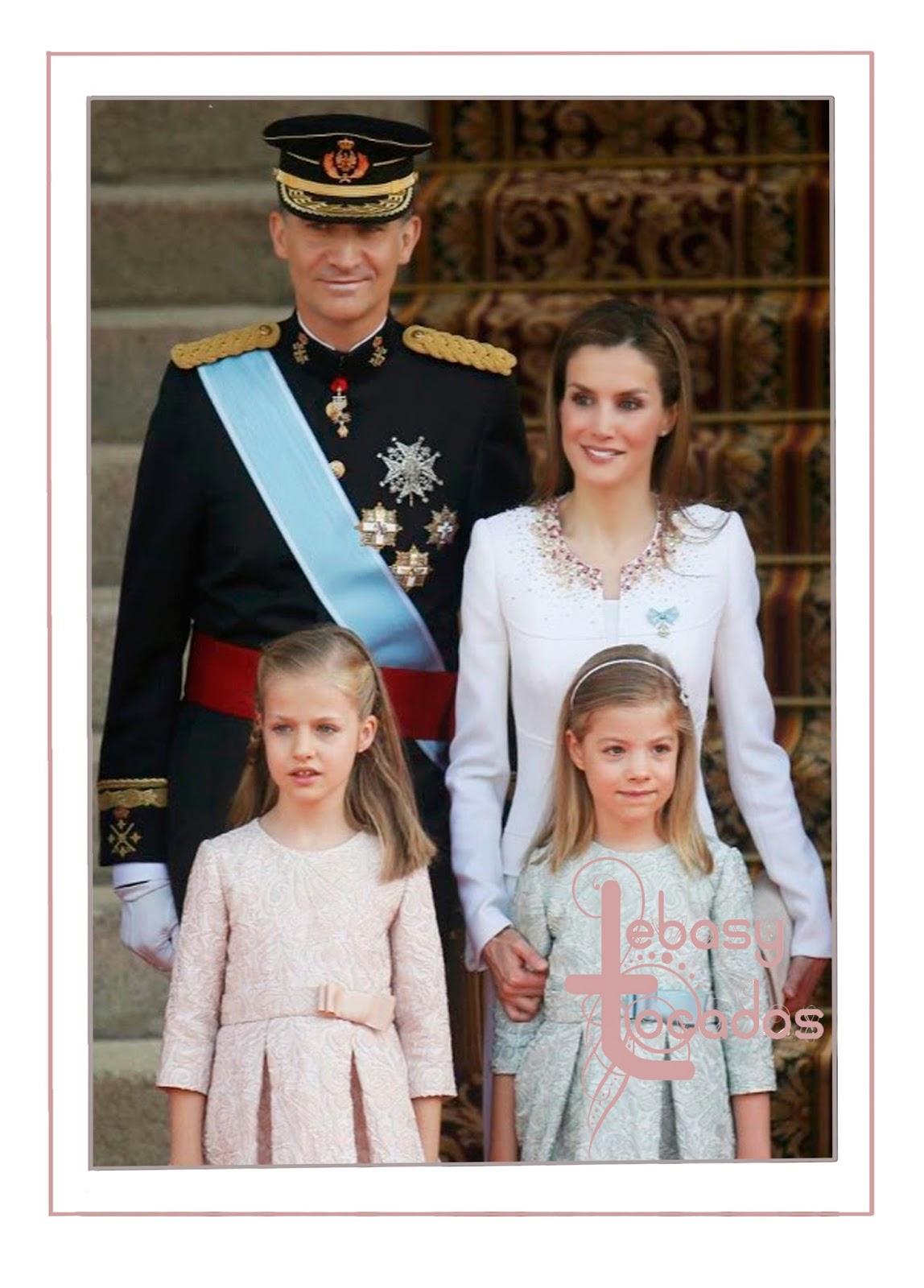 La Princesa de Asturias y su hermana la infanta Sofía junto a sus padres, los Reyes de España.
