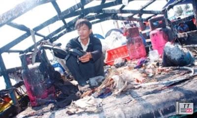 Tàu cá Việt Nam bị tàu Trung Quốc bắn cháy.