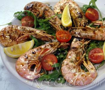 receita de camarões preparados com alho e óleo