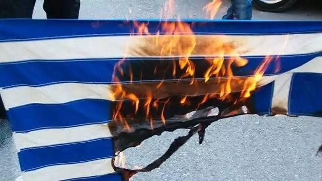 Κατέθεσε μήνυση για το κάψιμο της σημαίας!