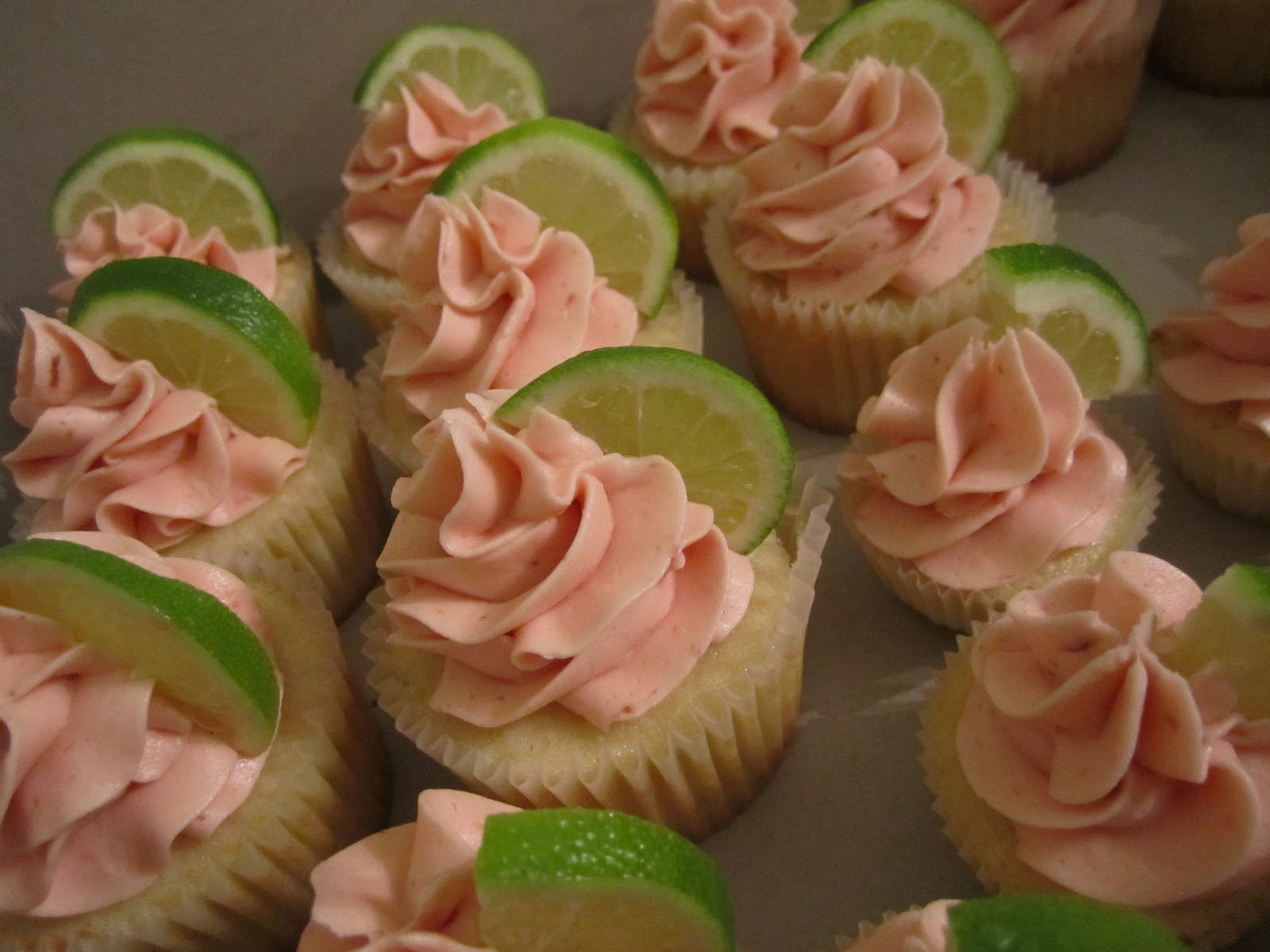 Let Them Eat Cupcakes: Key Lime Cupcakes with Fresh ...