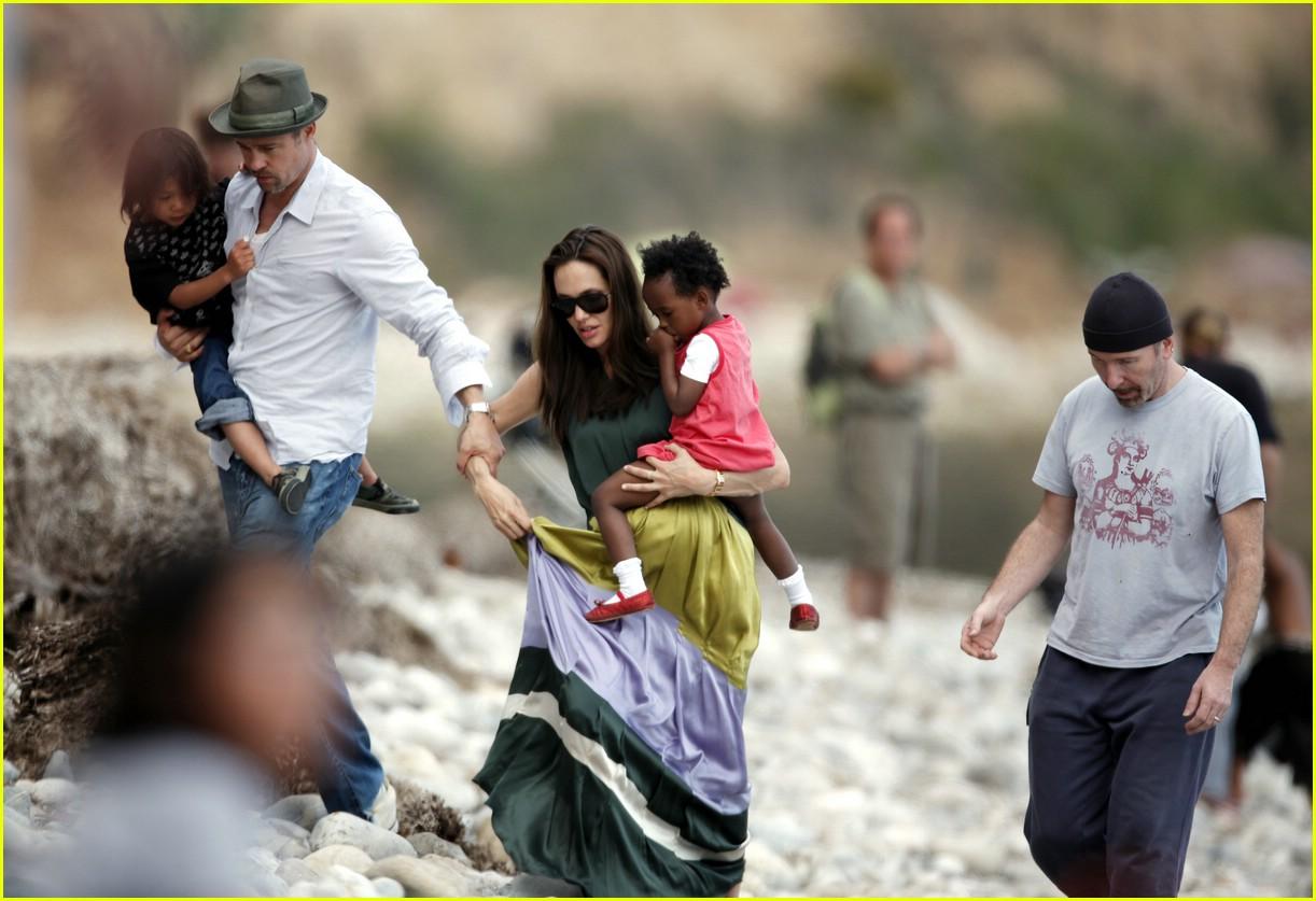http://4.bp.blogspot.com/-vAuIgfyZasQ/T4q-_jf9eMI/AAAAAAAAAJ8/C7Cvhdu7Z4k/s1600/Angelina+Jolie+Pregnant+with+Twins.jpg