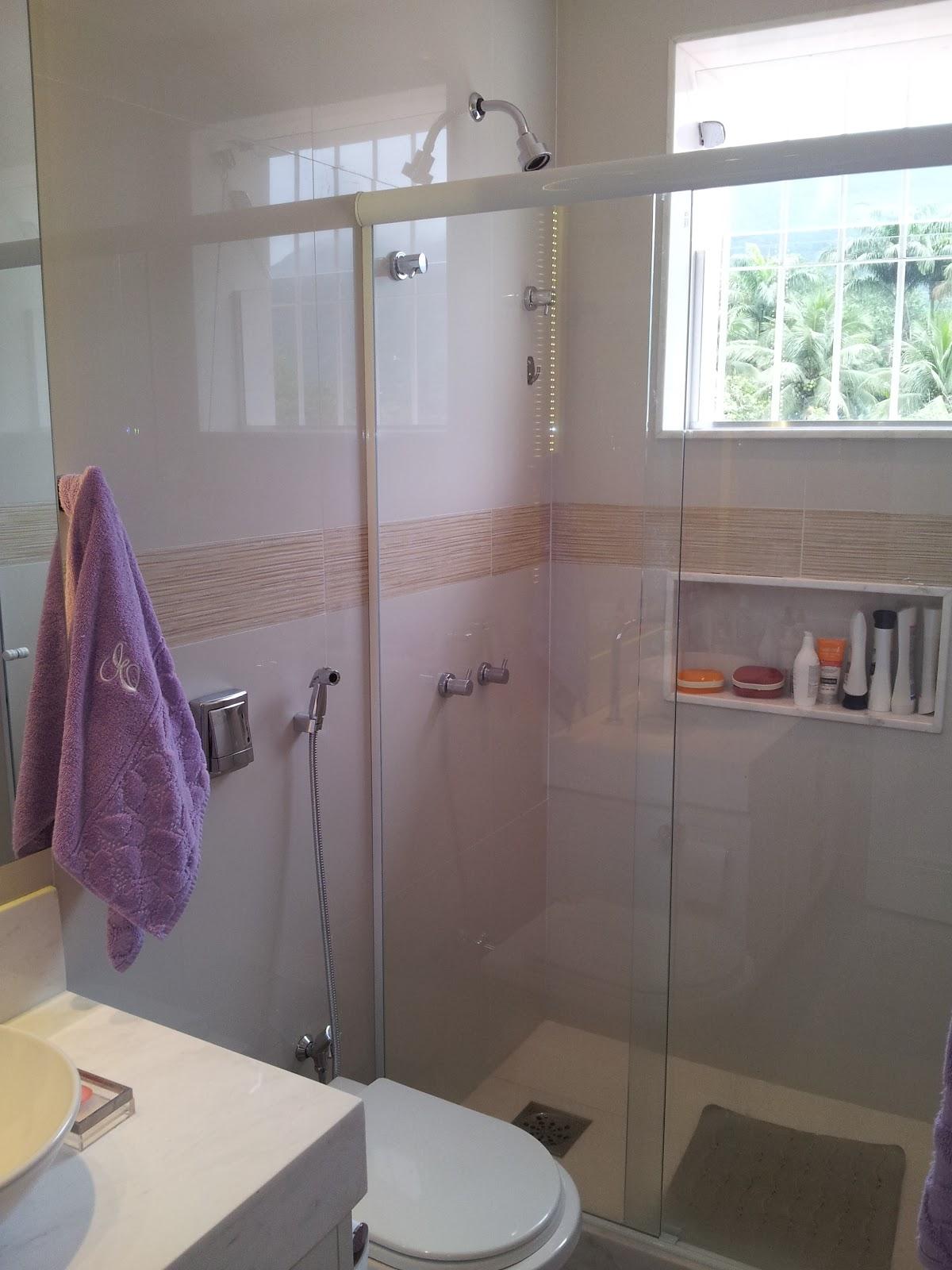 http://2.bp.blogspot.com/ ReginaSegura. arquitetura: Reforma e Design  #847147 1200x1600 Banheiro Com Nicho Vermelho