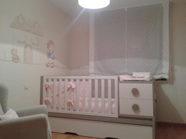 Deco chambre b b la chambre de valentina for Exemple peinture chambre bebe fille