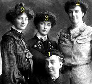 María Isabel de Orleans, infanta de España, condesa de Paris con tres de sus hijas