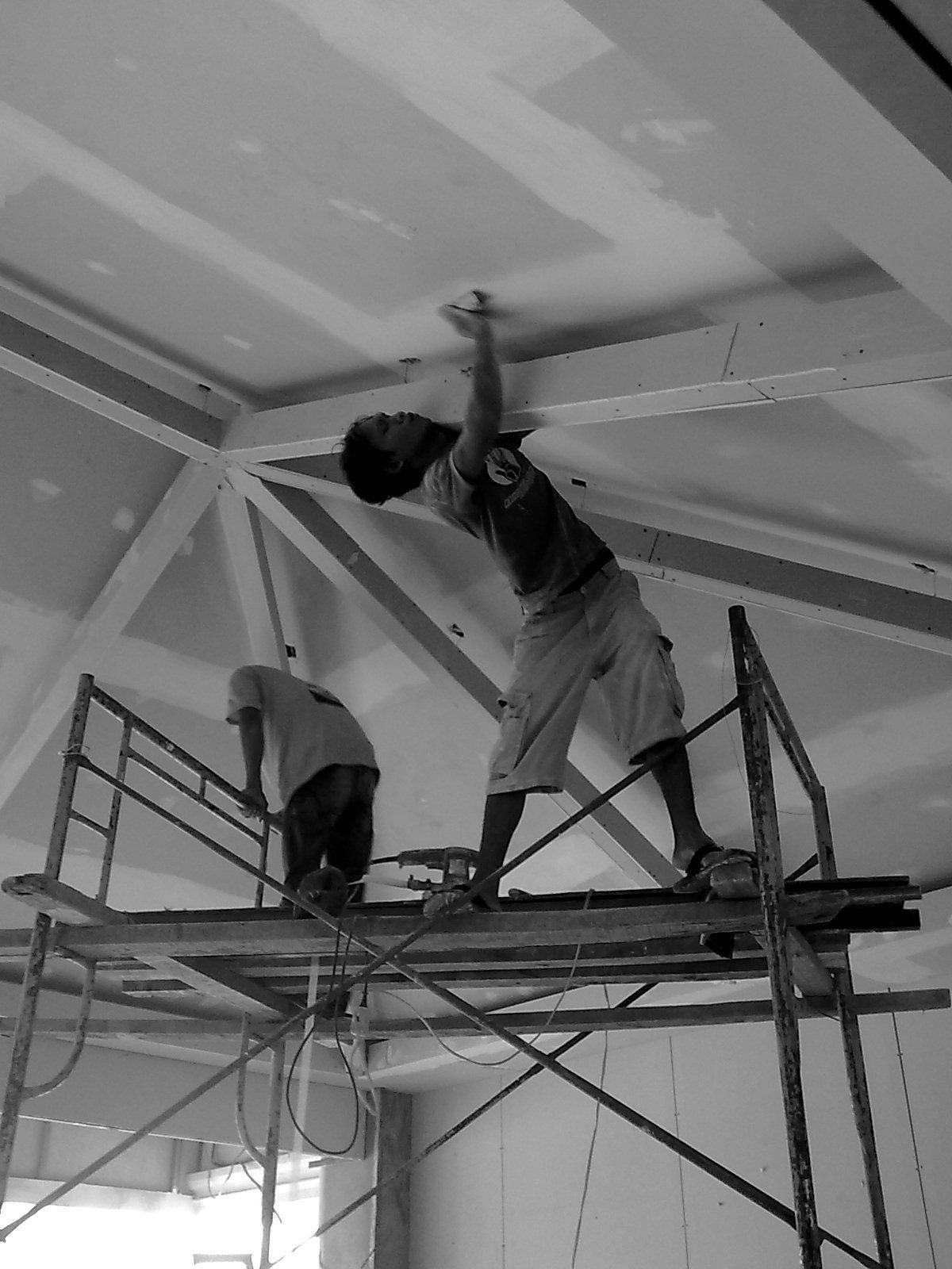 , pertimbangan pemilihan bahan plafon dilihat pada fungsi bangunan