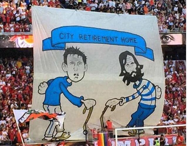 Torcedores rivais provocam Lampard e Pirlo com referência à idade avançada (Foto: Reprodução/Twitter)