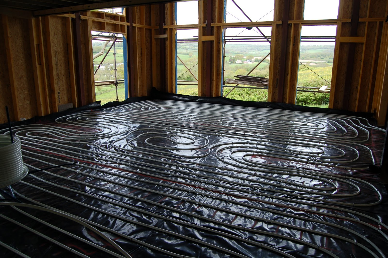 This section shows the underfloor heating pipe applied to the surface the pipes are secured by plastic staples. You can see that there is approximately ... & Woodhayes: Underfloor Heating and Screed