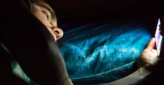 Reading On A Screen Before Bed Might Be Killing You