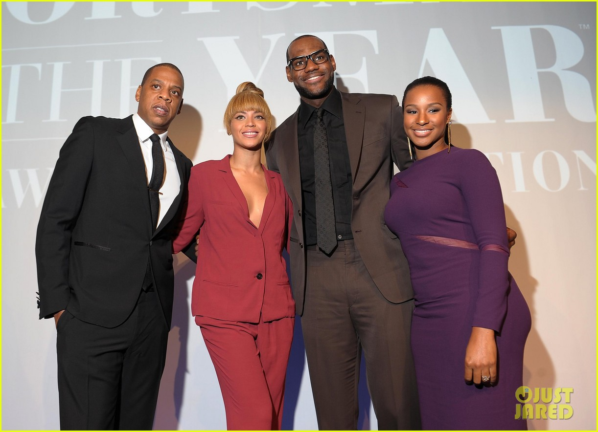 http://4.bp.blogspot.com/-vBr1bHjwnbo/UMB7SnF2oJI/AAAAAAAAKWo/w5veA_MPg1c/s1600/Beyonce-Jay-Z-2012-Sports-Illustrated-Sportsman-of-the-Year-Awards-1.jpg