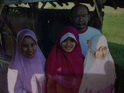 dr. Teti Ernawati, SpOG Bersama Keluarga