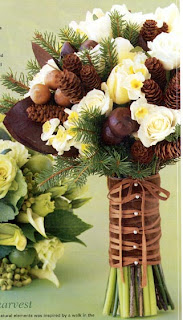 A wonderfully rustic winter pinecone wedding bouquet.
