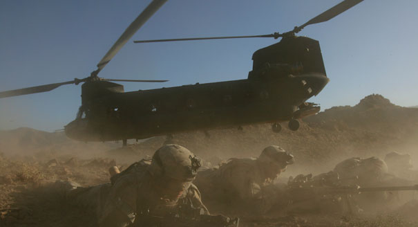 http://4.bp.blogspot.com/-vCBgssSxBFA/UHlmduJH5KI/AAAAAAAAFp4/VRwA4uS1VI8/s1600/110808_afghanistan_helicopter_605_ap.jpg