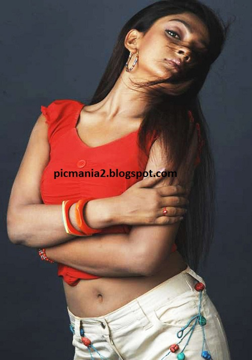 South indian item girl sheela showing navel