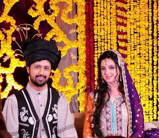 pakistancelebrities.blogspot.com - Atif Aslam With Sara Shadi Pictures