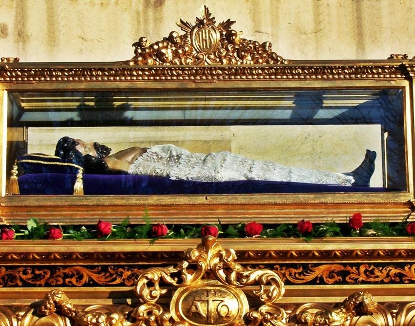 Paso del Santo Sepulcro. (años pares) Cofradía de Nuestra Señora de las Angustias y Soledad. León. Foto G. Márquez