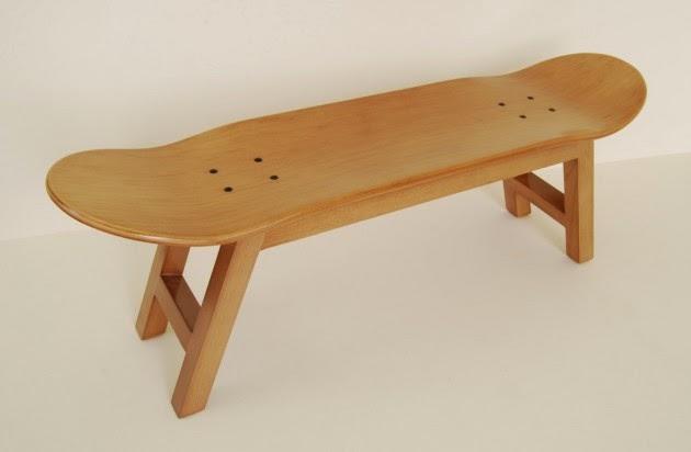 كرسي مصنوع من ألواح رياضة التزلج