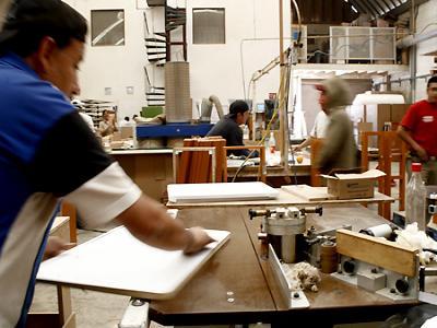 Apur mac pobrezas y riquezas peque as y microempresas en - Fabricas de madera ...