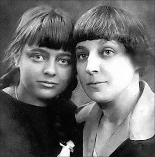 С дочерью Ариадной. Париж 1925-1926г.