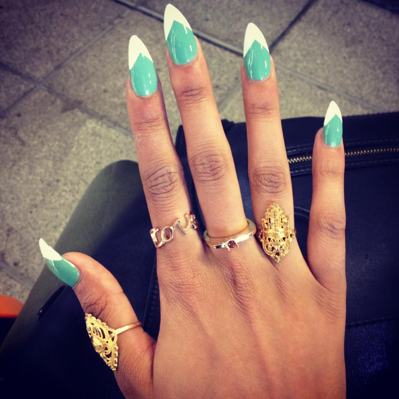 Маникюр фото на острых ногтях синие