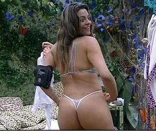 Bbb Monique Fica De Calcinha Na Frente Rafa E Yuri
