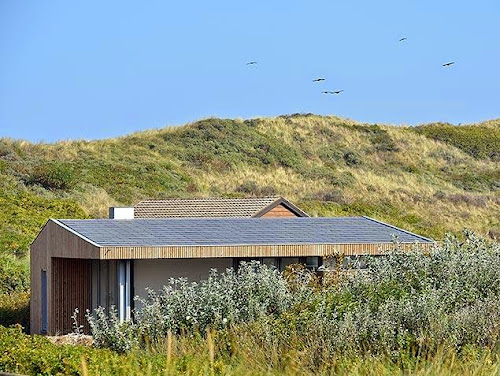 Dutch Holiday Home by Bloem and Lemstra Architecten