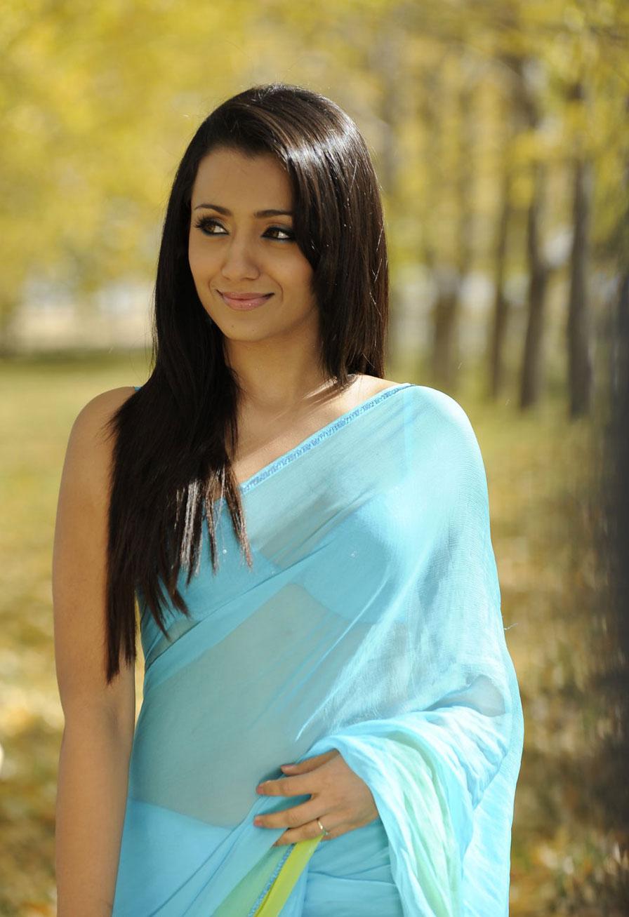 trisha latest photos in saree from bodyguard telugu movie   south 3gp