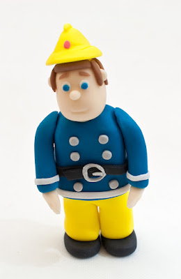Gasilec iz tičino mase - Fireman fondant