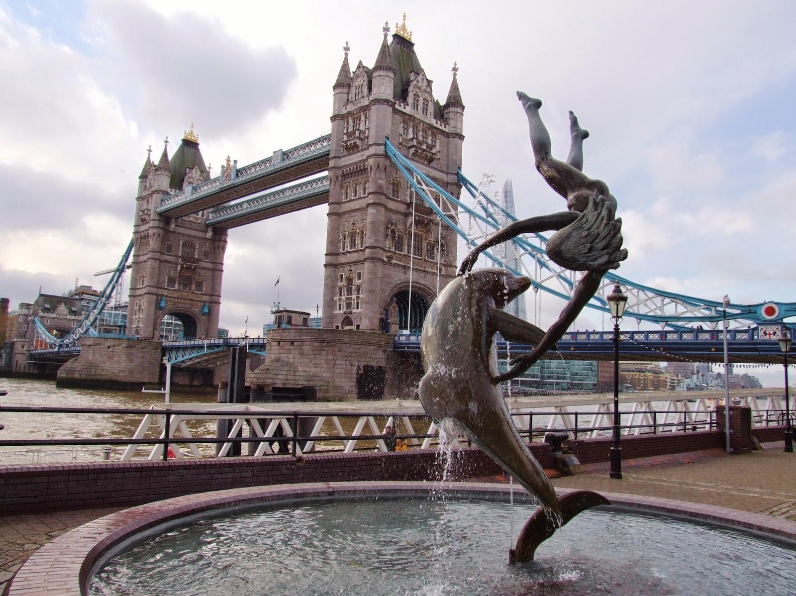 Widok na Tower Bridge.