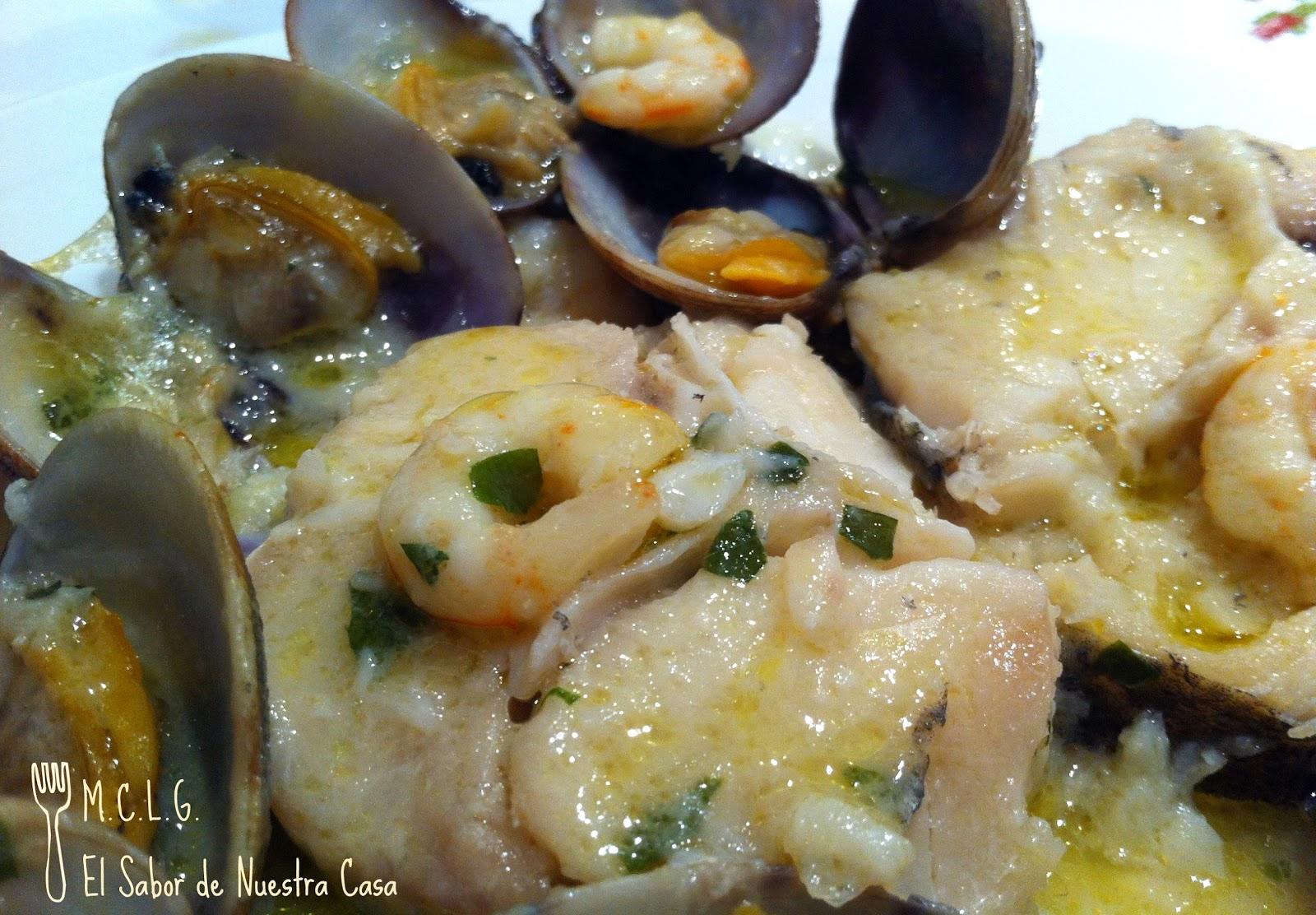 Merluza en salsa verde con almejas y gambas - Almejas con salsa verde ...