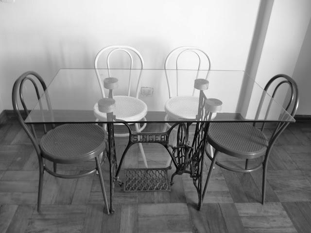 Mesas de comedor y desayunadores hechos con bases de for Mesa para maquina de coser