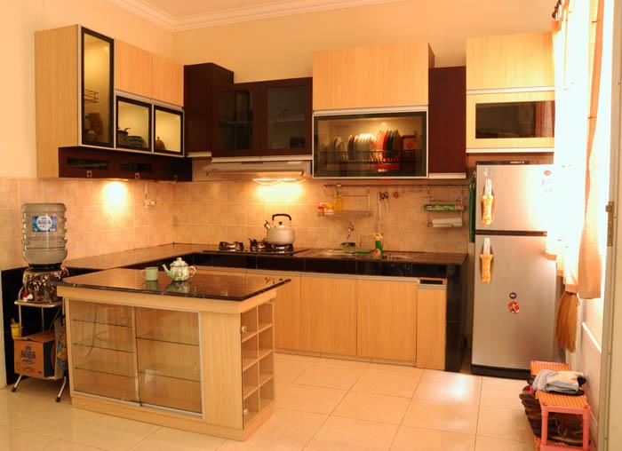 Kitchen set seperti di atas dengan ukuran ruangan 2x3m, dengan