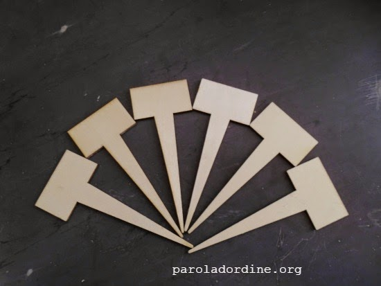 paroladordine.lastanzaverdedicri-etichette-legno