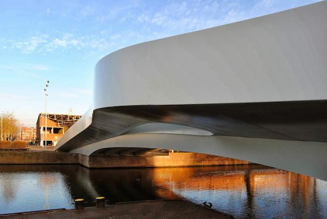 01-Na-Druk-Geluk-Brug-by-René-van-Zuuk-Architects