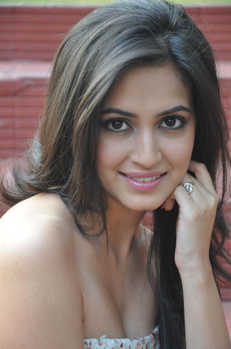 Kriti Kharbanda Cute Spicy Face Close Up Stills in Hot Dress