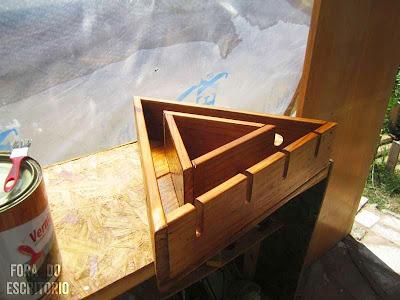 a paso la construccin de un botellero de madera de palets con forma triangular y muy atractivo para la casa este mueble aprovecha y decora los
