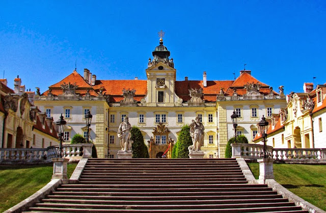 Valtice Castle - http://travel-for-impressions.blogspot.cz/