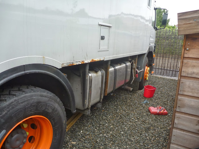 400 + 250 litre derv and red tanks on Jim the overland Mercedes motorhome truck