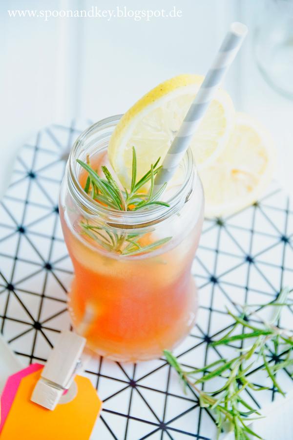 Eistee Rezept mit Zitrone und Rosmarin