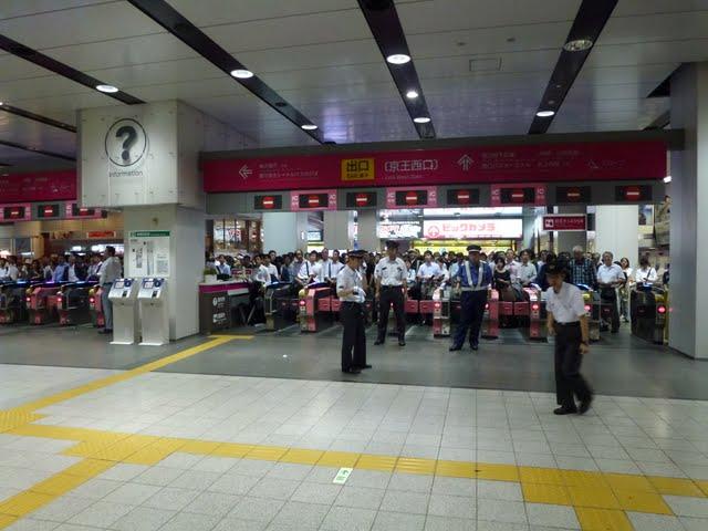 京王電鉄京王線新宿駅台風15号による改札閉鎖