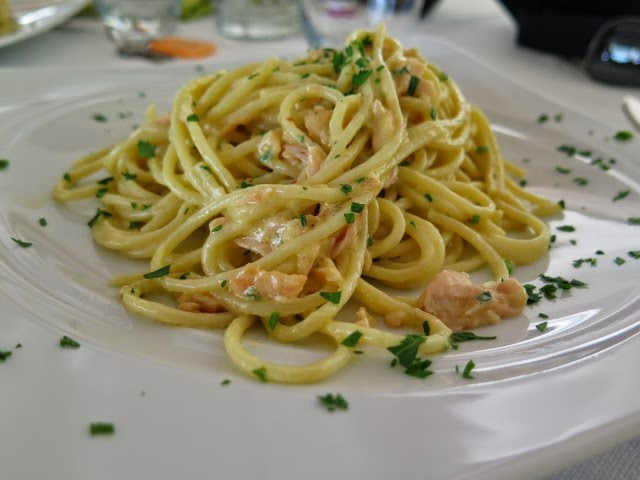 Carbonara di salmone on the beach