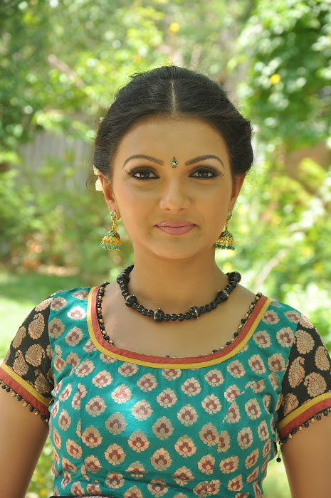 saranya mohan hot images