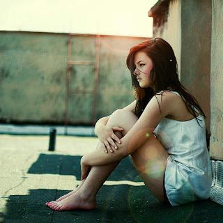 Já dei tempo ao tempo mas o tempo não me ajuda.  Se tento te esquecer, só faço te querer. (Tempo ao tempo - Jorge e Mateus)