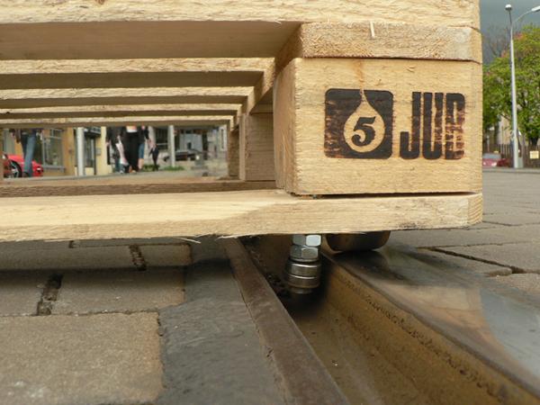 mit einer europalette auf stra enbahnschienen in bratislava skaten 1 video atomlabor blog. Black Bedroom Furniture Sets. Home Design Ideas