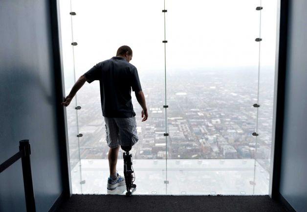 Zac Vawter becomes first man to climb skycraper with 103 floors with a bionic leg