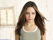 Download Amanda Bynes Wallpapers For Your Mobile Phone