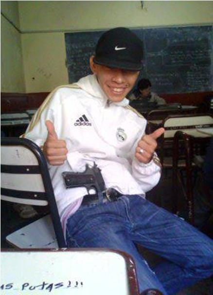 """Adolescente vendía armas """"tumberas"""" por Facebook"""