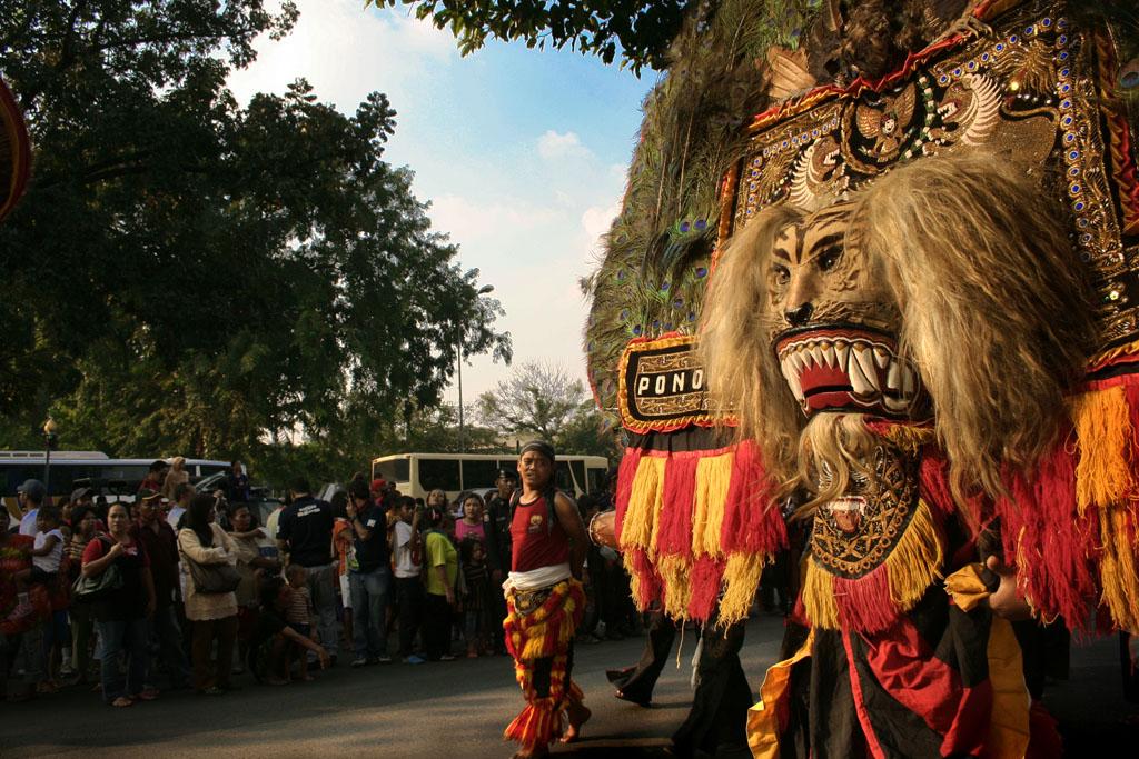 Gambar Tarian Daerah Asal Jawa Barat | picturerumahminimalis.com