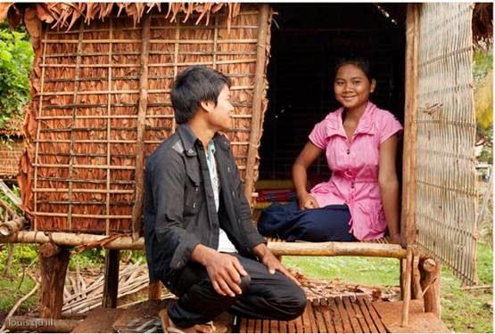 Para pemuda dan pemudi Suku Kreung, Kamboja
