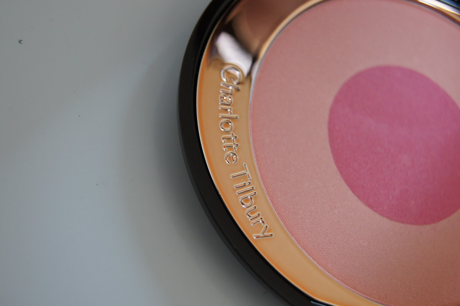 Charlotte Tilbury Cheek to Chic Swish and Pop blush in Love is the Drug